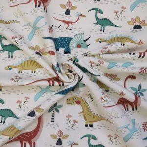 fondo beige. Dinosaurios en tonos rojos, verde, azul