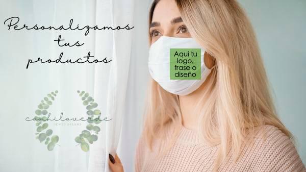 """mujer con mascarilla blanca con un cuadrado verde donde indica """"aqui tu logo frase o diseño"""", logo de chvmarket y el texto Personalizamos tus productos"""