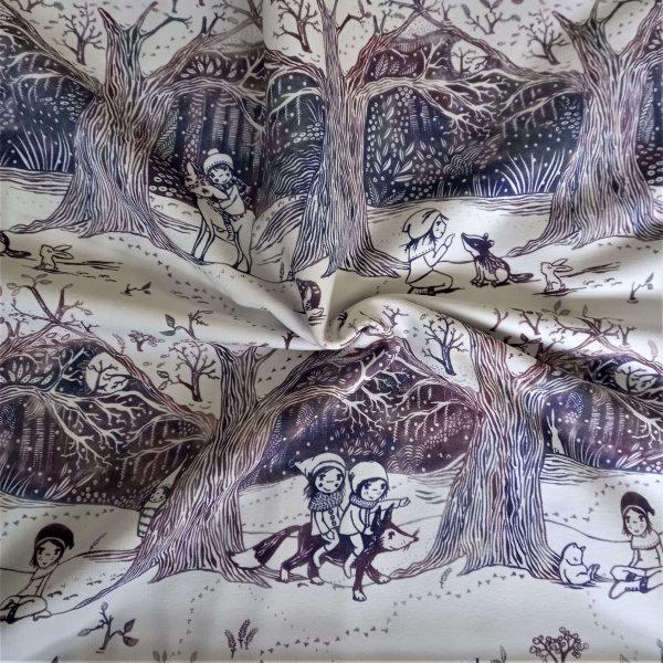 niñas paseando en un paisaje de un bosque nevado, con animales como ciervos, zorros, tejones