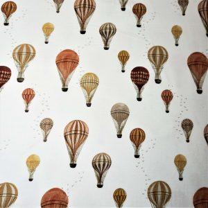 Fondo Blanco roto, estampado multicolor de globos aerostáticos en ocres, verdes, tejas...